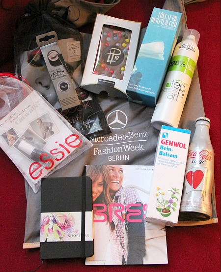 Der Inhalt der Mercedes-Benz Fashion Week Goodie Bag im Januar 2012