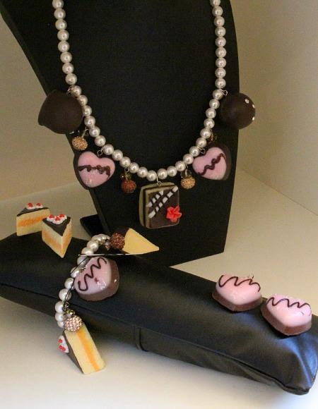 Pralinen-Schmuck von Lemper Accessoires