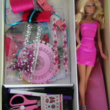 "Gewinnt ein ""Design with Barbie"" Kit"