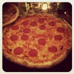 Huuuuuuuuge pizza