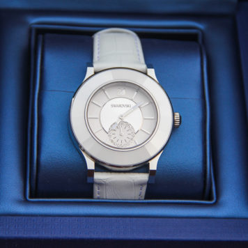 Gewinnt eine von zwei Swarovski Uhren aus der brandneuen OCTEA classica Linie!