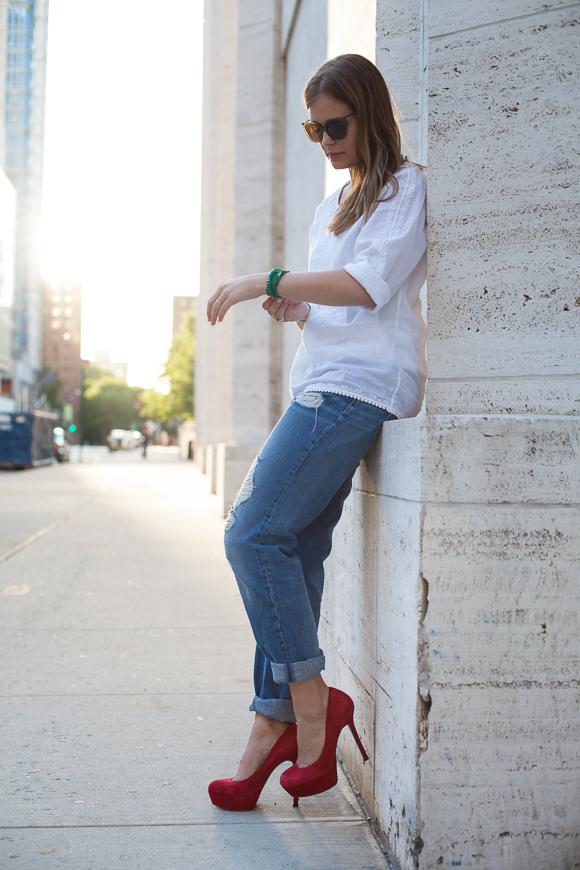 25 Kleidungsstücke – 50 Looks: Outfit 10 – Hallhuber Tunikabluse + Asos Boyfriend-Jeans