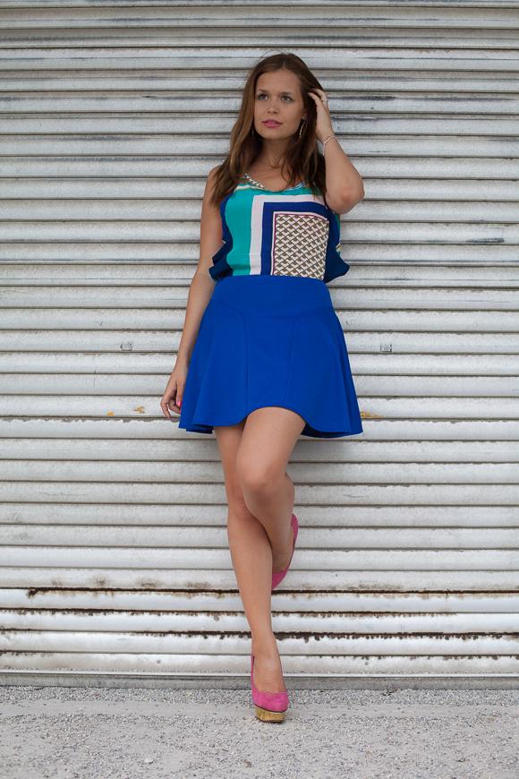 25 Kleidungsstücke – 50 Looks: Outfit 13 – Schumacher Print-Bluse + Asos Rock