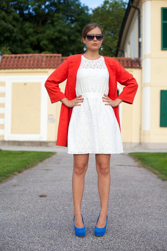 25 Kleidungsstücke – 50 Looks: Outfit 18: mint&berry Spitzenkleid + Hallhuber Sommermantel