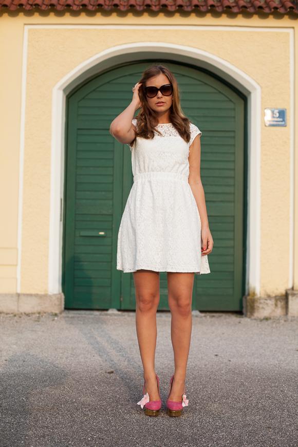 25 Kleidungsstücke – 50 Looks: Outfit 24: mint&berry Spitzenkleid