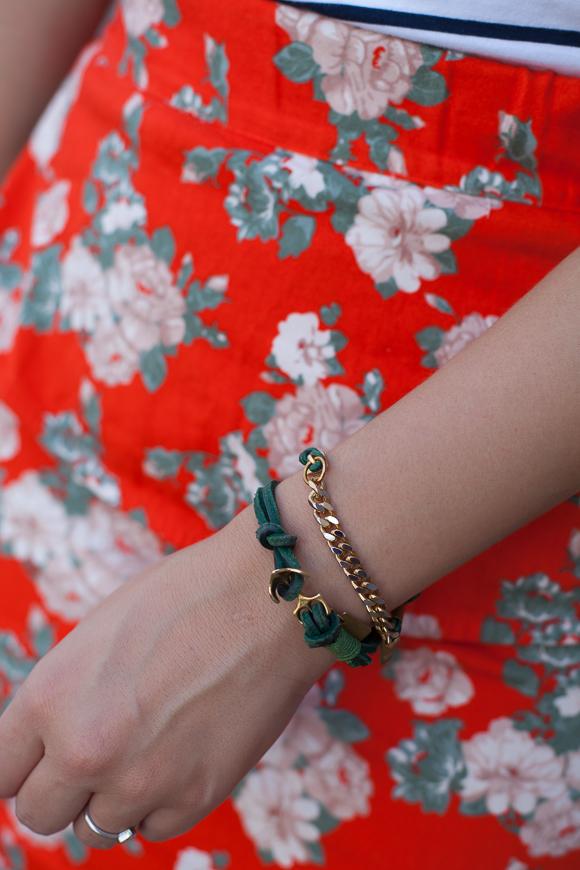 25 Kleidungsstücke – 50 Looks: Outfit 21: Tom Tailor Streifenshirt + mint&berry Blumenrock