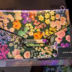 Große Taschenliebe: Clutch Bag mit floralem Print von Sophie Hulme