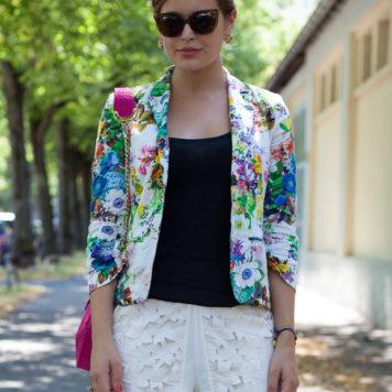 02720a505c3b 25 Kleidungsstücke – 50 Looks  Outfit 13 – Schumacher Print-Bluse + Asos  Rock - Josie Loves