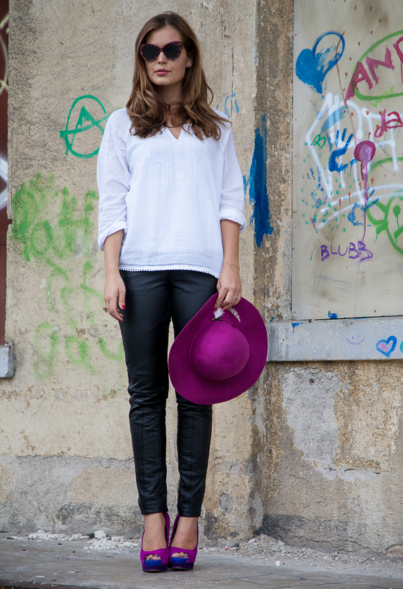 25 Kleidungsstücke – 50 Looks: Outfit 39 – Asos Lederhose + Hallhuber Tunika