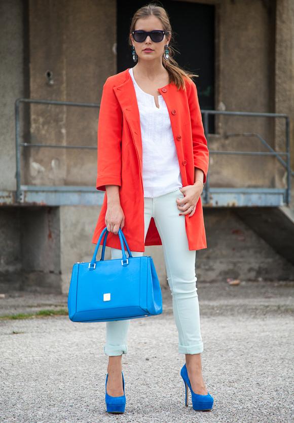 25 Kleidungsstücke – 50 Looks  Outfit 43 – Hallhuber Sommermantel + Conleys  Blue Pastelljeans + 6c3ffaae89