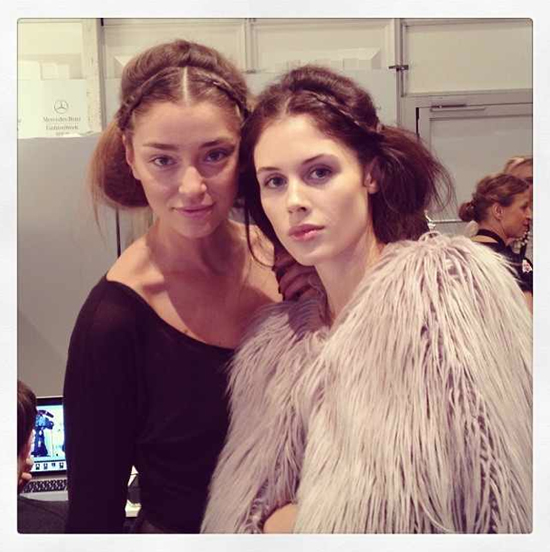 Models Backstage bei Holy Ghost
