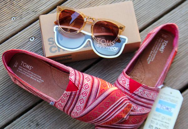 Josie loves auf Weltreise: Ich packe meinen Koffer und nehme mit ... eine Sonnenbrille und Espadrilles von Toms