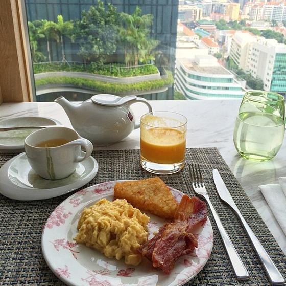 Frühstück mit großartigem Ausblick im PARKROYAL on Pickering