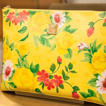 MCM Taschen-Liebe: Flower Boys in Paradise Clutch