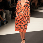 Berlin Fashion Week: Ioana Ciolacu Sommer 2014 Kleid Vögel