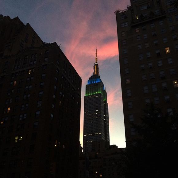Das Empire State Building in der Abenddämmerung