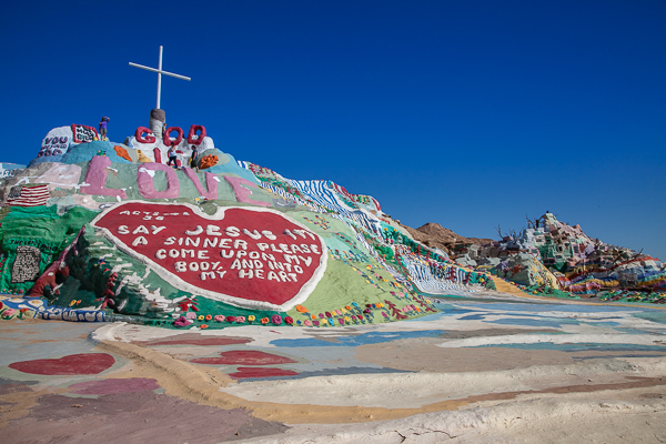 Der Salvation Mountain in der südkalifornischen Wüste