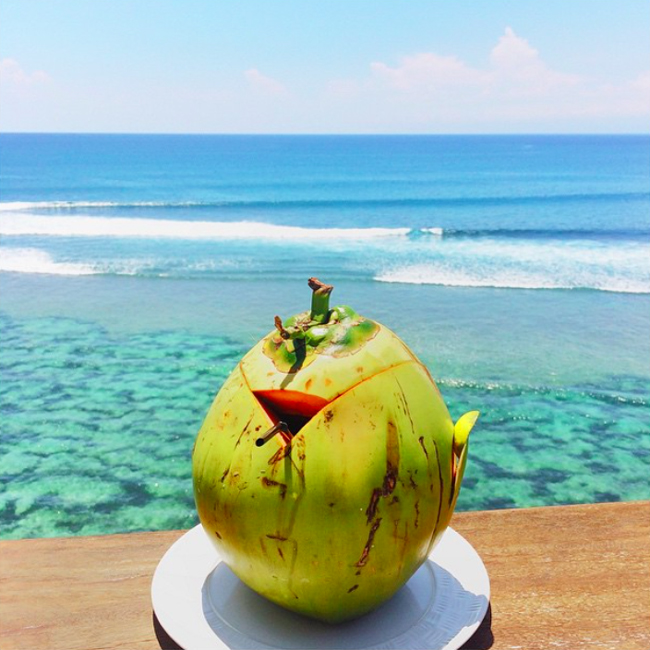 kokosnuss-anantara-uluwatu-bali