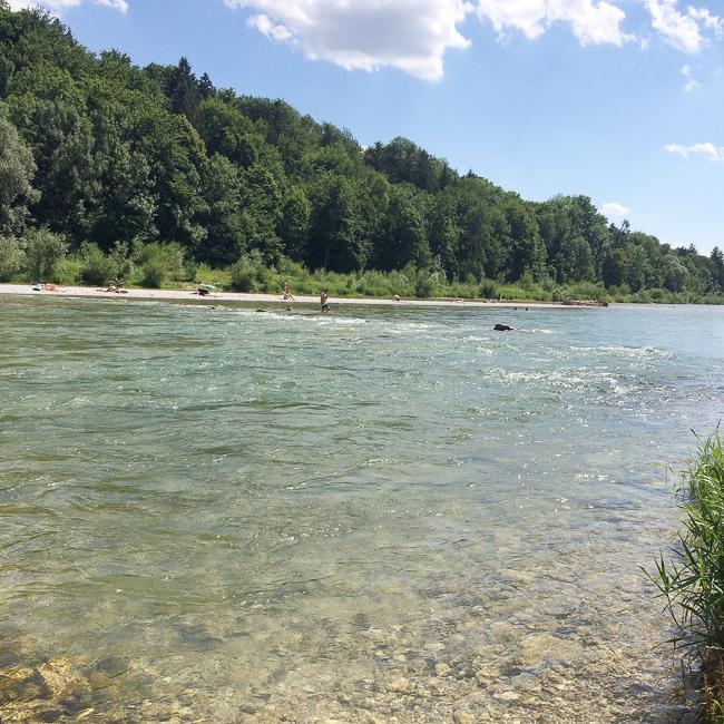 Lieblingsplatz im Münchner Sommer: Die kristallklare Isar
