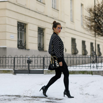 Winter-Outfit: Bomberjacke mit Pünktchen + schwarzes Kleid + MCM Bag