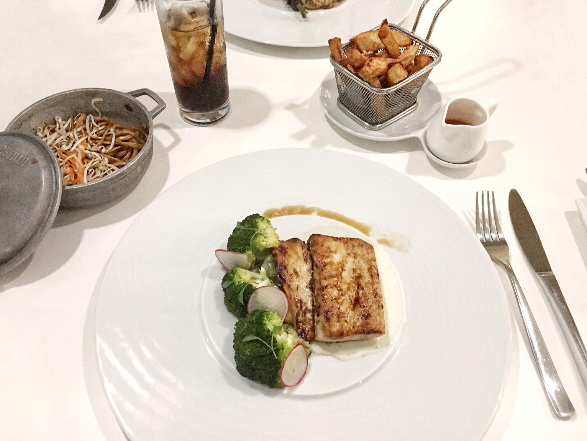 white modern cuisine aruba - Josie Loves