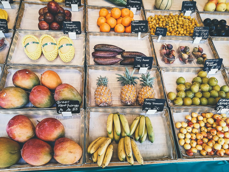 Obststand auf dem Viktualienmarkt in München