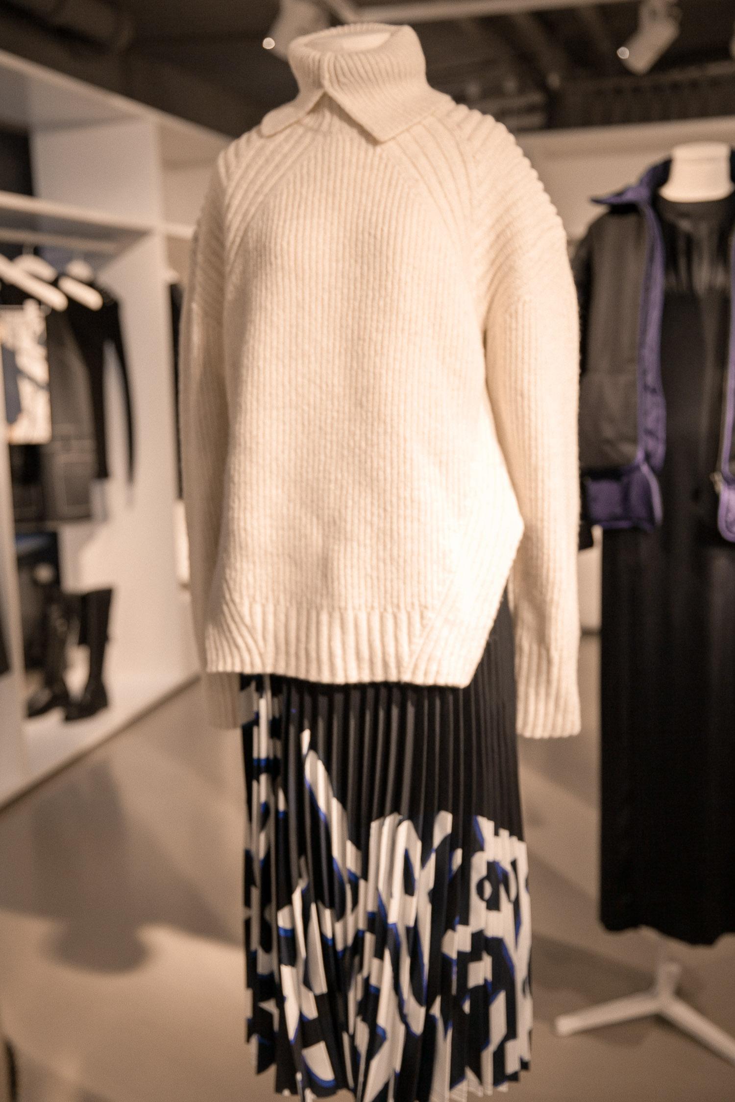 Weißer Strickpullover aus der H&M Studio Herbst/Winter 2017 Kollektion ab dem 14. September 2017